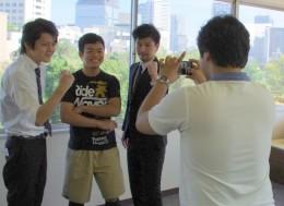 講師と一緒に写真撮影