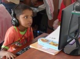 既存校で子どもたちが学習する様子