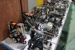 車検場に並ぶロボット
