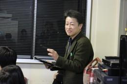 「授業のテンポが早い。立ち止まることも必要」と語る櫻井教授
