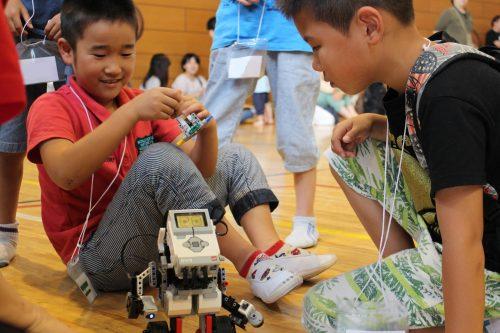 """【プログラミング学習ロボット】アフレルが提 供する、プログラミング学習ロボット""""レゴ マインドストーム EV3""""。プログラミングと工作の合体。"""