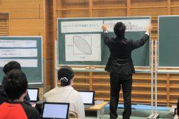 黒板で課題の確認