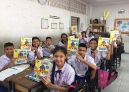 学習誌「みっけ」を使った授業の様子。日本式教材はタイの小学生にとって新鮮だ