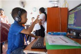 Surala Ninja!で学習する子ども(コロンボにあるSurala JUKU)
