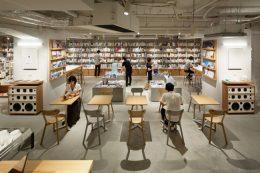 42席、80人規模のイベントスペースを兼ねる新刊書店「BOOK LAB TOKYO」