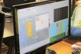 スクラッチで色分けプログラミングする画面