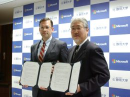 日本マイクロソフトの平野社長(左)と静岡大学の伊東学長