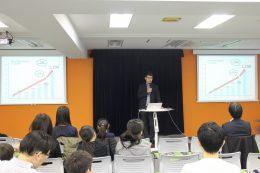 挨拶するCA Tech Kids上野朝大代表