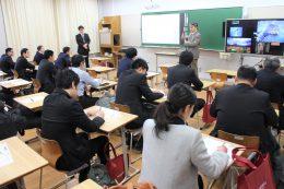桐蔭学園高等学校の袴田教諭