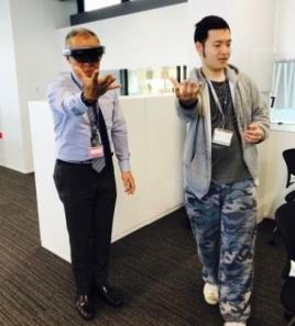 HoloLensでMR空間を操作する様子