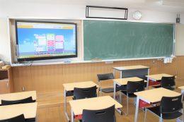 """教室の大型画面に表示される""""すらら"""""""