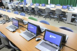 旭東小学校のPC教室