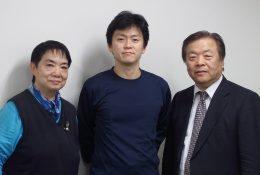 写真右よりMetaMoJi社長 浮川和宣、 永島先生、専務 浮川初子