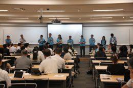模擬授業を行った、関西大学初中高等部の教員ら8名