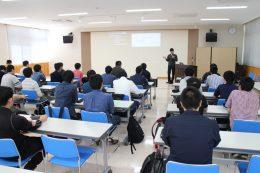 体験実習授業で橋爪社長の講義