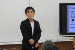 公開授業後にレクチャーする松村社長
