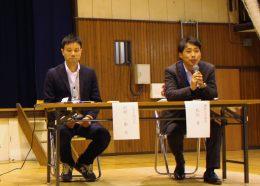 愛和小の公開授業で登壇した中村さん(左)と松田校長(右)(2015年10月)