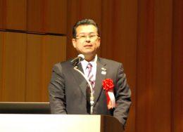 プレゼンする愛媛県西条市の玉井敏久市長