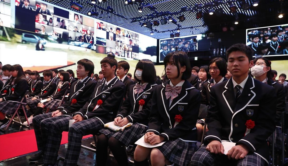 N高「VR入学式」に羽生善治竜王が透過型ディスプレイで登壇