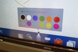 「EZWrite」でのペンの色の選択画面。全12色あり、細かい色分けをする際に便利だ。