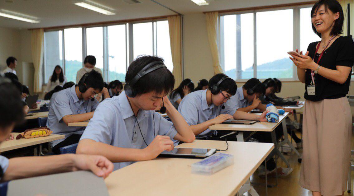 『TerraTalk』を利用する都留興譲館高校の生徒