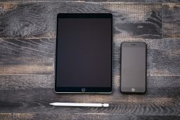iPadとスマホのサイズ比較