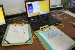 手描きの台本とププログラミング画面