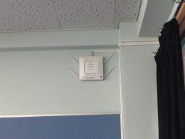 普通教室に設置されたアクセスポイント