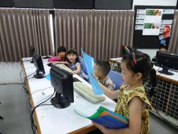 Mutiara Nusantara校において、授業開始に先立ち実施した「Suralaツアー」(「Surala Ninja!」の学習体験)の様子