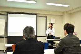 発表を行う青山学院大学 地球社会共生学科 3年 時任 帆乃香さん