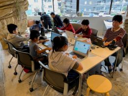 CoderDojo Kashiwa(柏市)でProgateを利用する子どもたち