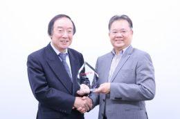 代表取締役社長 多田 敏男 と CompTIA Asia Pacific Vice President兼日本支局長 Dennis Kwok 氏
