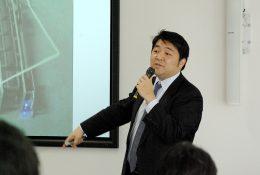 エンジニアの経歴を持つ山口龍介副校長