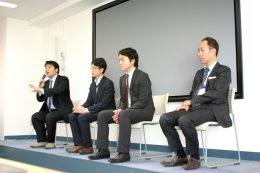 左から、山口副校長、MetaMoji松田氏、リクルートマーケティングパートナーズ高橋氏、KDDI小室氏