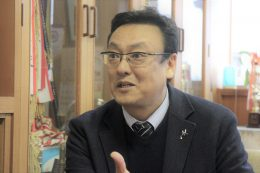 「ICTを自由にオープンに使ってリテラシーを高めろと」と語る上野校長