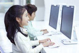 ICTを使いこなす(photo by pixta)