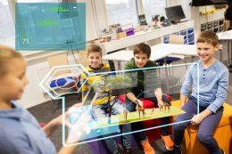 ICTを活用した21世紀の授業(photo by pixta)