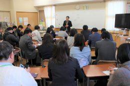 公開授業後の交流会で教師たちと