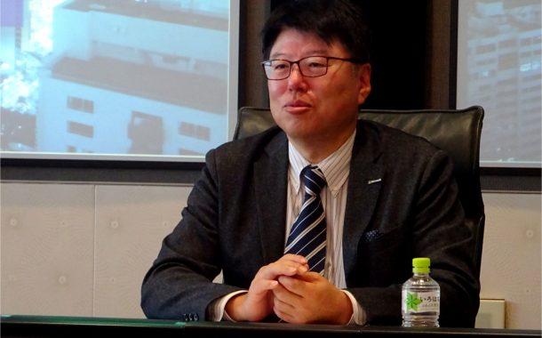 発表する佐藤知成 執行役員常務